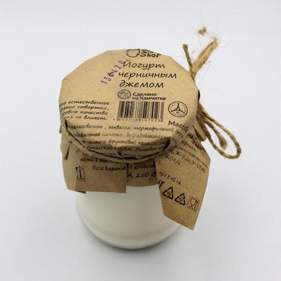 Йогурт с черничным  джемом